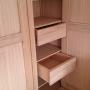 armoire chêne 3 portes détail tiroirs