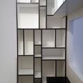 bibliothèque noire et blanche